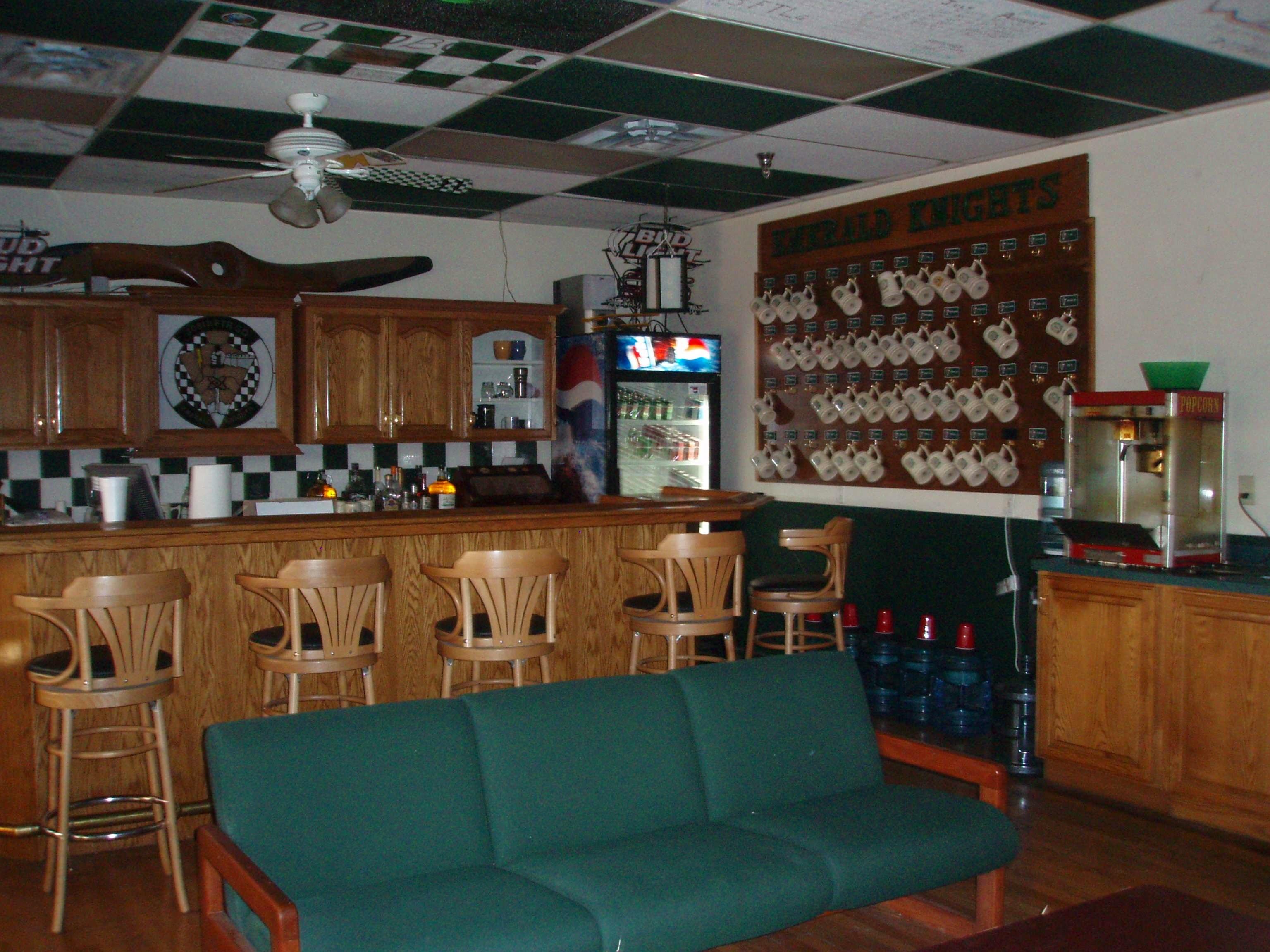Temporary Emerald Knight's bar.