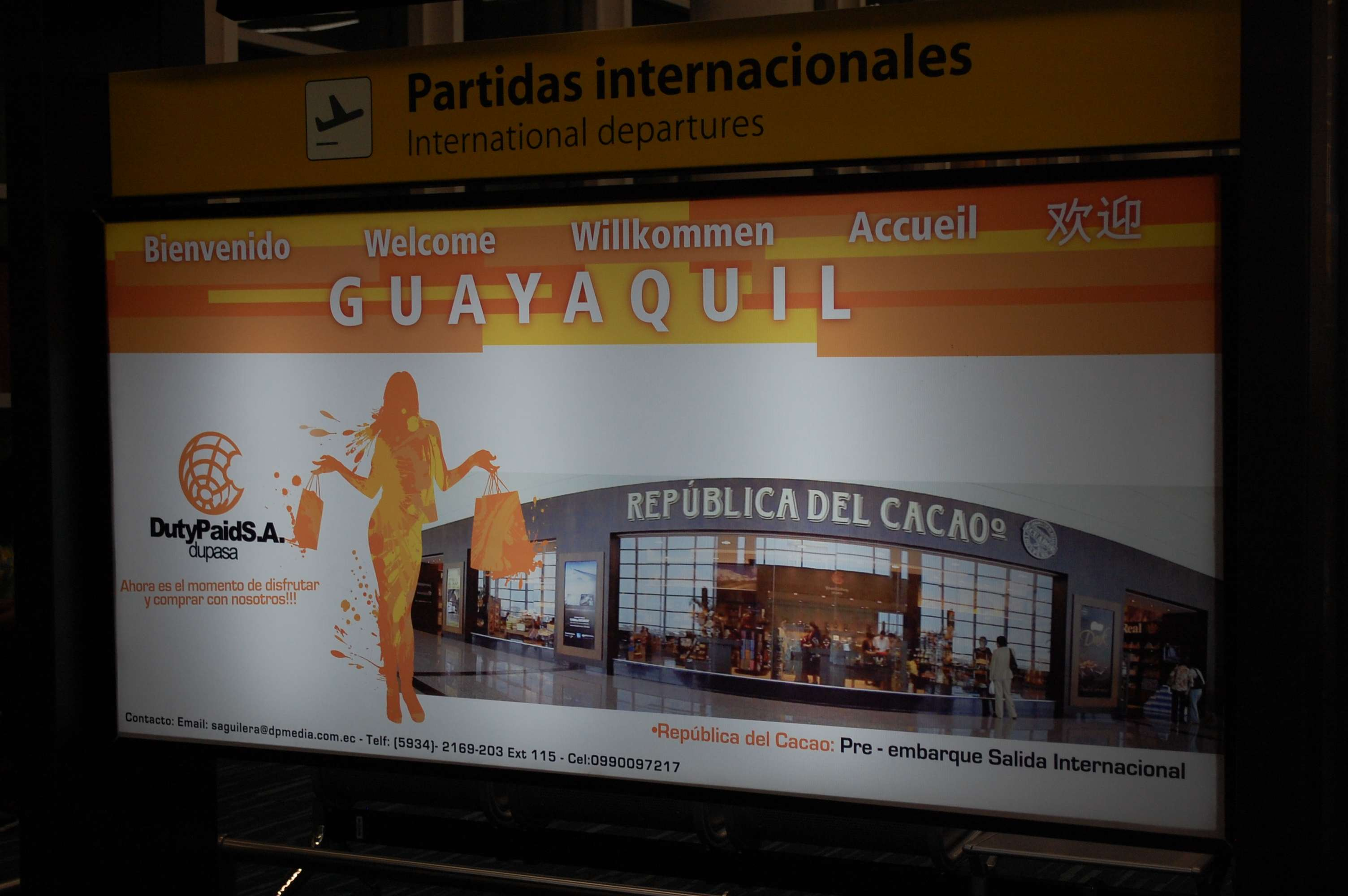 Welcome to Guayaquil sign in Ecuador airport.